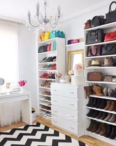 Mi vestidor con estanterías billy y cómodas malm de Ikea. Spare Room Closet, Dresser In Closet, Dressing Room Closet, Closet Bedroom, Walk In Closet, Bedroom Decor, Ikea Closet Storage, Closet Organization, Shoe Storage