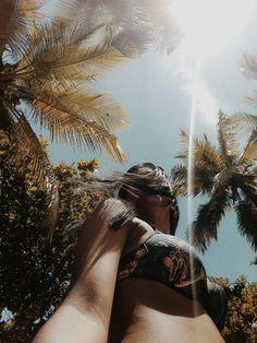 #meninas #girls #inspiracao #inspiration #modelo #moda #look #tendencia #minas #fotos #fotografia #lindas Summer Photography, Creative Photography, Portrait Photography, Photography Ideas, Story Instagram, Photo Instagram, Summer Pictures, Beach Pictures, Beach Poses
