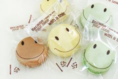 cute way to package macarons - etsy store avenue55 Macaron Packaging, Craft Packaging, Cookie Packaging, Custom Packaging, Food Packaging, Plastic Packaging, Macarons, Japanese Sweets, Packaging