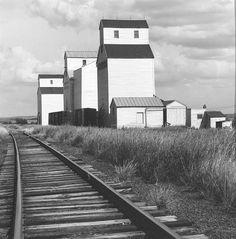 David PLOWDEN :: Grain elevators at Golden Valley, North Dakota, 1971  [like a Hopper]