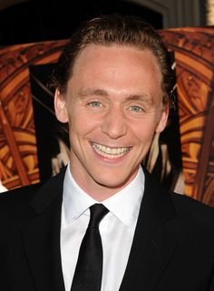 """~~Tom Hiddleston Photos - Premiere Of Paramount Pictures' And Marvel's """"Thor"""" - Red Carpet - Zimbio~~"""