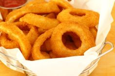 Learn how to make Sonic Onion Rings at home with this easy copycat recipe. Discover Sonic's secret ingredient for a unique and special flavor. Great Recipes, Snack Recipes, Cooking Recipes, Favorite Recipes, Sonic Onion Rings Recipe, Original Sonic, Copykat Recipes, Restaurant Recipes, Sauce