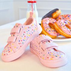 Love—like really love—donuts? Then these 20 adorable DIY donut crafts, from shoes to soap to parties, are for you! There's a Donut DIY here for everyone! Donut Party, Donut Birthday Parties, Baby Birthday, Birthday Party Themes, Birthday Ideas, Pancake Party, Paris Birthday, Fourth Birthday, Birthday Board
