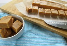 Delicious Microwave Russian Fudge - Just a Mum Microwave Fudge, Vanilla Essence, Gluten Free Baking, Easy Meals, Cooking Recipes, Vegetarian, Sweets, Desserts, Postres