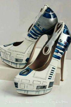 Geek shoes: R2D2 Heels!