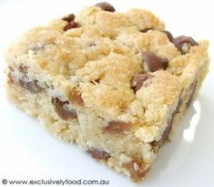 """Exclusively Food: Oat, Sultana and Choc Chip Slice Recipe. I made these yesterday and they were perfect for a """"take a plate"""". Oat Slice Healthy, Coconut Slice, Healthy Muffins, Sultana Recipe, Baking Recipes, Cake Recipes, Dessert Recipes, Baking Ideas, No Bake Slices"""