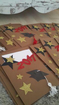 Graduation Crafts, Kindergarten Graduation, Graduation Decorations, School Decorations, Graduation Invitations, Folder Decorado, File Decoration Ideas, Hollywood Theme Classroom, Diy And Crafts