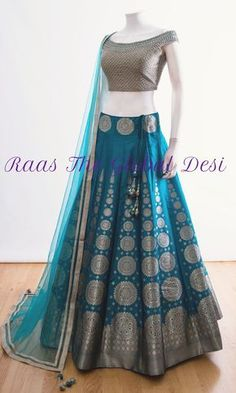 Get yourself dressed up with the latest lehenga designs online. Explore the collection that HappyShappy have. Select your favourite from the wide range of lehenga designs Designer Bridal Lehenga, Bridal Lehenga Online, Lehenga Choli Designs, Saree Blouse Designs, Indian Bridal Outfits, Indian Bridal Wear, Indian Wear, Designer Party Wear Dresses, Indian Designer Outfits