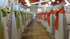 Rendhagyó esküvői dekoráció: bátran használt zöld és narancs. Gratulálok, Bettina és Béla!