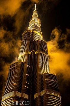 Burj Khalifa The (still) world´s tallest building. the Burj Khalifa in Dubai. Every few minutes the moist air gets blown out of the building or at least that is what i was told. Futuristic Architecture, Beautiful Architecture, Art And Architecture, Interesting Buildings, Amazing Buildings, Civil Engineering Construction, Living In Dubai, Dubai City, Dubai Travel