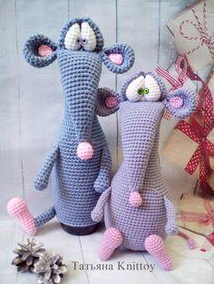 Pattern crochet rat - pattern crochet mouse - pattern cover the champagne mouse - pattern crochet amigurumi mouse toy Crochet Mouse, Love Crochet, Crochet Gifts, Crochet Dolls, Knit Crochet, Amigurumi Patterns, Amigurumi Doll, Crochet Motifs, Scrappy Quilts