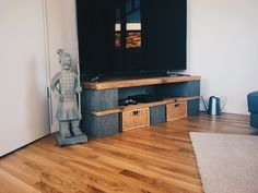 Low Board DIY mit 75 Zoll TV