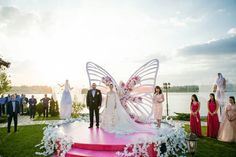 Fluturi handmade art din hartie | Decoratiuni DIY pentru nunta | Butterfly wedding theme Wedding Ceremony Backdrop, Wedding Reception Decorations, Wedding Venues, Butterfly Decorations, Backdrop Decorations, Art Wedding Themes, Butterfly Wedding Theme, Indian Wedding Planning, Event Design