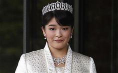 Japans Princess Mako Giving up Her Royal Status to Marry Commoner She Met at School Royal Crowns, Royal Tiaras, Tiaras And Crowns, Diana Spencer, Pitch Perfect 2, Japanese Princess, Royal Family Trees, Happy Birthday Princess, Royal Monarchy