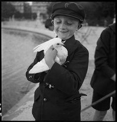 L'enfant à la colombe, jardin du Luxembourg Bovis Marcel (1904-1997), 1933