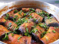 מתכון מוסקה חצילים פרוסים לאורך, מוסקה ביתית - חצילים ממולאים בבשר טחון ותבלינים עם רוטב עגבניות