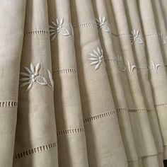 XL UNUSED antique French pure linen sheet, sleek and tightly woven, Linen Sheets, Linen Bedding, Embroidered Flowers, French Antiques, Hand Sewing, Cool Stuff, Stuff To Buy, Fancy, Pure Products