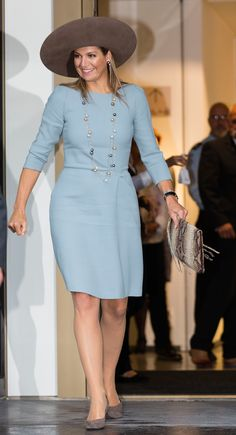 Queen Maxima of The Netherlands leaves after opening the new visitor center of the Netherlands Bank on September 2015 in Amsterdam, Netherlands (Photo by Michel Porro/WireImage) High Street Fashion, Queen Maxima, Queen Letizia, Royal Clothing, Ankara Gown Styles, Royal Look, Royal Dresses, Office Looks, Royal Fashion