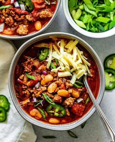 Healthy White Bean Turkey Chili full of protein and delicious spices. A spin on classic chili, made with lean ground turkey and hearty white beans. Best Healthy Soup Recipe, Healthy Chili, Best Chili Recipe, Chili Recipes, Healthy Recipes, Bean Recipes, Turkey Recipes, Healthy Cooking, Free Recipes