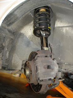 DIY: How to replace the front shocks absorbers