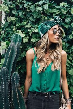 The only thing you should be green with envy over is this gorgeous top! | What to Wear to the Beach This Summer