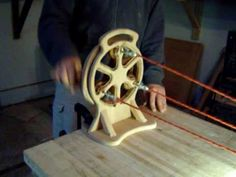 This is a rope making machine. No kidding we did this in the scouts. one central gear and 3 spur gears to spin the rope. The gears are sandwiched into the frame. Wood Projects, Woodworking Projects, Projects To Try, Woodworking Patterns, Cool Tools, Diy Tools, Wood Crafts, Diy And Crafts, How To Make Rope