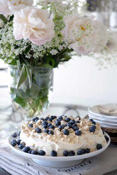 Pavlova, Blueberry Farm, Good Enough To Eat, Meringue, Fresh Fruit, Love Food, Food Photography, Sweet Treats, Food And Drink