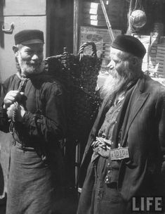 John Phillips. Two Jewish porters standing on a side street in the ghetto, Warsaw, Poland 1938  | also>  https://politicageral.wordpress.com/category/judeus/page/5/