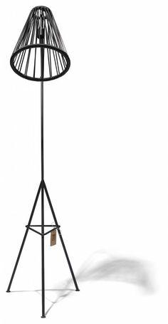 Lámpara de pie Kahlo en negro - Auténticas Sillas Acapulco < La silla Acapulco > Cool Furniture, Furniture Design, Corner Lamp, Acapulco Chair, Mexican Home Decor, Metal Dining Chairs, Minimalist Apartment, Modern Garden Design, Home Decor Inspiration
