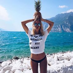 must haves at the beach: ananas, statement shirt and blue mirrored sunglasses - pic by @joliejanine | kapten-son.com