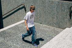 Street style Huuko Koski Pitti Uomo Style Du Monde Jeans Fashion, Jeans Style, Mom Jeans, Menswear, Normcore, Street Style, Model, How To Wear, Pants