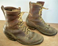 SKATES: Shoe tongue below the laces / Язычки, торчащие снизу шнурков