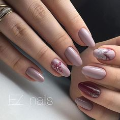 Understated and elegant #Noel  #nails by @ez_nails_studio #nailart #notd #nailsofinstagram Tag #nailsmagazine so we can see your #christmasnails