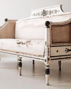 Gustavian Sofa in