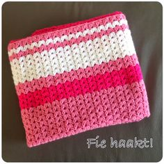 Na het zien van een hele mooie sjaal,   gehaakt in een 'andere' v-stitch versie,   nam ik contact op met de eigenares,   Angie, van de...