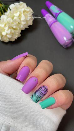 Gold Gel Nails, Pointy Nails, Pastel Nails, Nail Art Designs Videos, Simple Nail Art Designs, Acrylic Nail Designs, Nail Salon Design, Stylish Nails, Perfect Nails