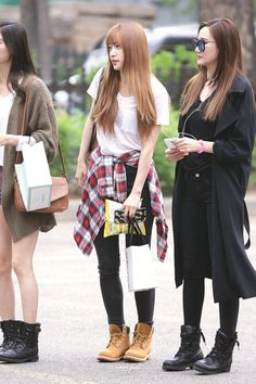 Love Hani's outfit here <3 white tee, flannel, black pants and boots