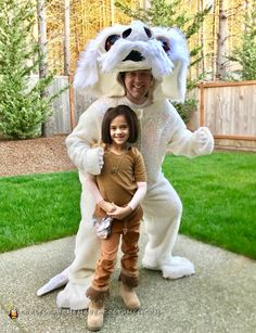Cool Atreyu and Falkor Dad and Daughter DIY Costume from Nevereding Story Cool Couple Halloween Costumes, Scary Costumes, Super Hero Costumes, Diy Costumes, Navy Costume, Last Minute Costumes, Dad Daughter, Homemade Costumes, Buy Fabric