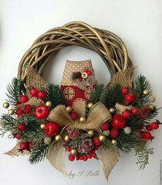 Unique Christmas Wreath Designs Unique Christmas Wreath Designs and Ideas will Make Your Door Charming for the Holidays. Get your home in the spirit with theseChristmas Wreath Designs. Christmas Wreaths With Lights, Outdoor Christmas Decorations, Holiday Wreaths, Rustic Christmas, Christmas Diy, Christmas History, Classy Christmas, Mickey Christmas, Winter Wreaths