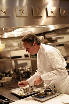 The only American chef to win three Michelin stars for two restaurants simultaneously, Thomas Keller is renaissance man of food. Owner of 13 restaurants on two coasts, including Napa Valley's landmark French Laundry and Manhattan's Per Se.