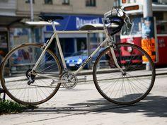 Puch Mistral Creme - reanimated-bikes | Neu aufgebaut um Berge zu bezwingen. Vintage Bicycles, Custom Bikes, Custom Motorcycles, Custom Bobber, Vintage Bikes