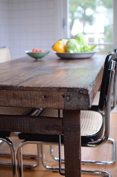 bygg bord av gammalt virke och metall - Sök på Google My House, Dining Table, Furniture, Google, Home Decor, Metal, Decoration Home, Room Decor, Dinner Table