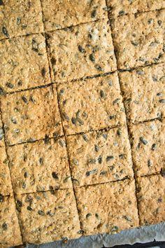 grove knækbrød Danish Food, Churros, Lchf, Bread Recipes, Healthy Snacks, Vegan, Desserts, Danish Recipes, Drinks
