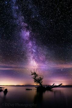 Night Sky Astronomy Wallpaper - The Space Beautiful Sky, Beautiful World, Beautiful Landscapes, Beautiful Places, Beautiful Nature Photography, Pretty Sky, Pretty Green, Beautiful Scenery, Ciel Nocturne