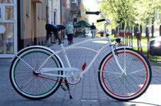 Rower jest wymalowany w barwy Legii i są na nim wypisane wszystkie, zdobyte przez Legię mistrzostwa i Puchary Polski.