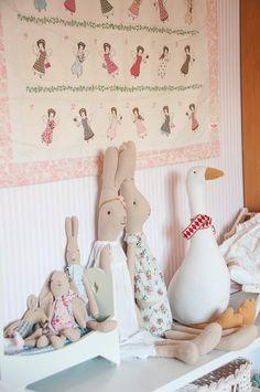 Onsdag-torsdag tänkte jag får bli sista dagarna för julen, sedan ryker den för den här gången. A... Franck Fischer, Maileg Bunny, Doll Toys, Dolls, Baby F, Sewing Toys, Little Girl Rooms, Playroom, Kids Room
