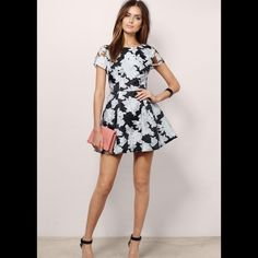 HP 1/4Black and White Floral Dress NWT. Wardrobe Goals Party Host Pick. Reasonable offers welcome! Tobi Dresses