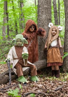 This exclusive Star Wars Kids Yoda Costume will transform your little one into a wise Jedi! Star Wars Costumes, Family Halloween Costumes, Cute Costumes, Costume Ideas, Chewbacca Costume, Leia Costume, Star Wars Halloween, Halloween Kostüm, Costumes