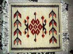 Imagini pentru covoare traditionale romanesti Traditional Rugs, Romania, Bohemian Rug, Weaving, Carpet, Color, Moldova, Home Decor, Costume