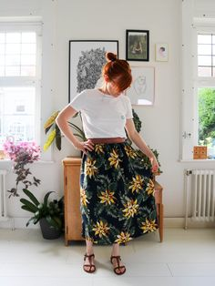 DIY tutorial skirt with golden elastic waist with fabric world cloth Couture Diy Jupe Midi, Midi Skirt, Princess Flower, Denim Crafts, Complimentary Colors, Couture Sewing, Cute Winter Outfits, Elastic Waist, High Waisted Skirt